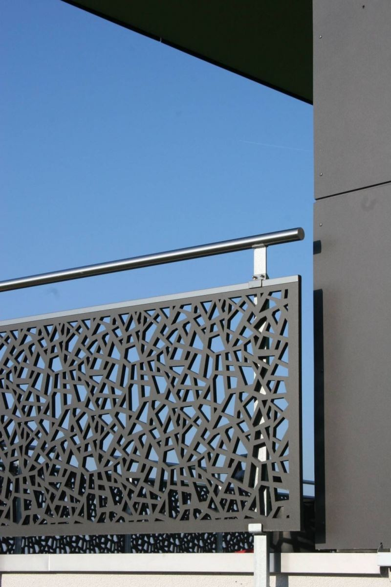 49+ Modern Balcony Grill & Railing Designs Of Steel & Iron