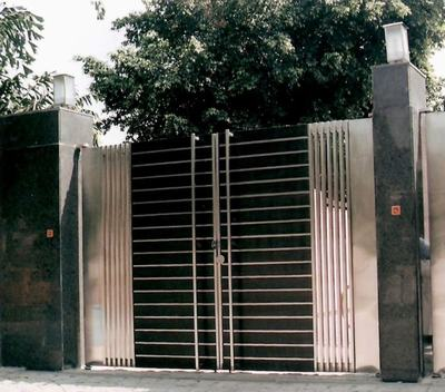 Delicieux Modern Gate Pillar Design Also Iron Main Door Designs For Home In Ideas  Indian House Front